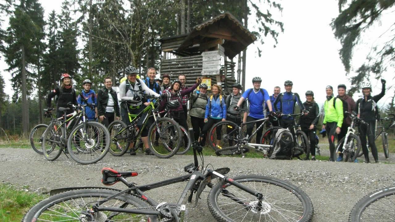Mountainbike-Fahrtechnik-Wochenende: Schlammsuppe, Wurzelgemüse und ein heißer Stein